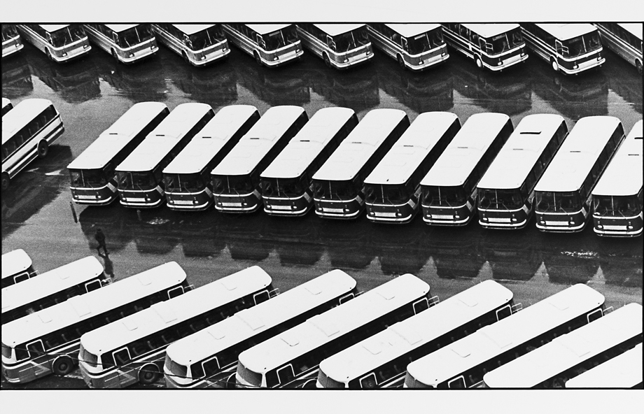Alexander Abaza, Olympic Buses. Moscow, 1980, Silbergelatineprint, 24,5 x 32 cm