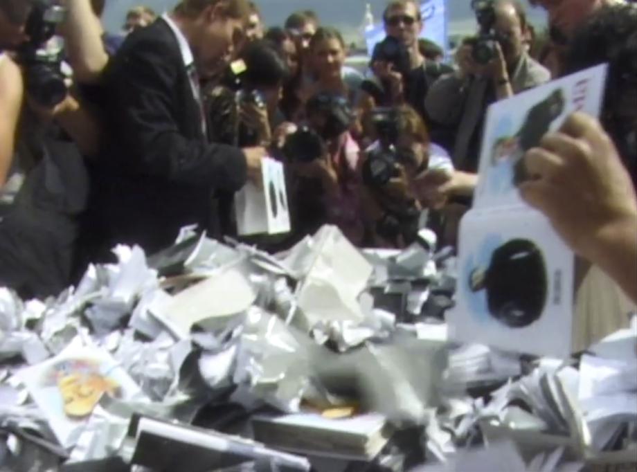 Video 'Oper auf Toilettenpapier' von Olga Chernysheva